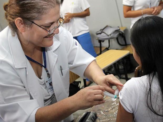 Meninas de 9 a 13 anos devem ser imunizadas contra o vírus HPV (Foto: Ney Sarmento)