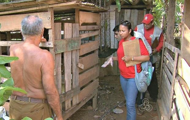 Agentes de endemias fazem vistorias em residências buscando focos do Aedes Aegipty (Foto: Bom Dia Amazônia)