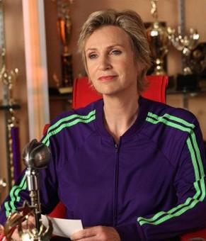 Jane Lynch interpreta a treinadora Sue em Glee (Foto: divulgação)