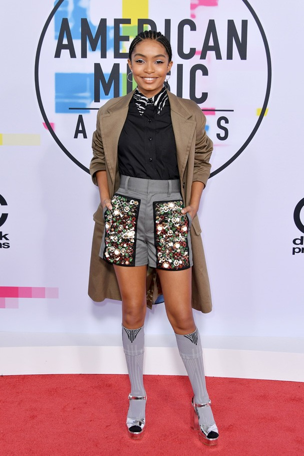 LOS ANGELES, CA - NOVEMBER 19:  Yara Shahidi attends the 2017 American Music Awards at Microsoft Theater on November 19, 2017 in Los Angeles, California.  (Photo by Neilson Barnard/Getty Images) (Foto: Getty Images)
