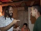 Ex-catador ajudado por Gabriel, O Pensador ganha placa do MP no DF