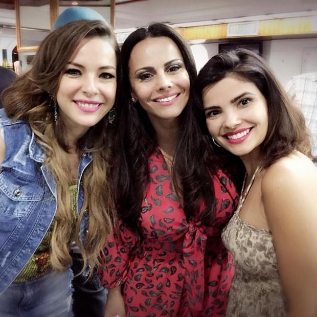 Regiane Alves, Viviane Araújo e Vanessa Giácomo rodam filme no Rio (Foto: Instagram/ Reprodução)
