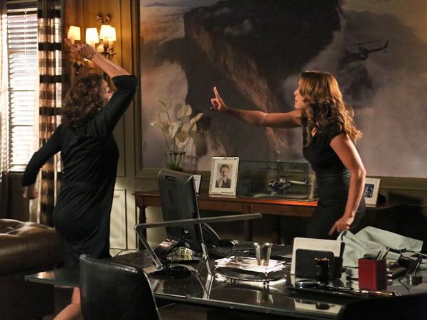 Marta fica furiosa com Cristina (Foto: Raphael Dias/ Gshow)
