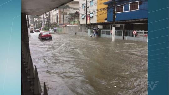 Fortes chuvas causam alagamentos em cidades da Baixada Santista