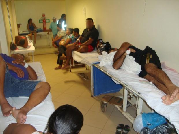 Pacientes aguardam no corredor do Hospital de Emergência em Macapá (Foto: Divulgação/CRM-AP)