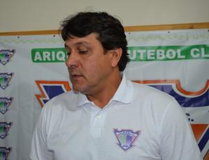 Treinador Júlio César é apresentado à equipe do Ariquemes (Foto: Eliete Marques)