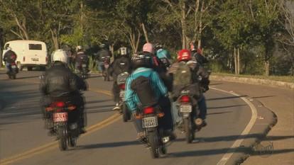 Centenas de romeiros fazem trajeto até Aparecida (SP) de moto