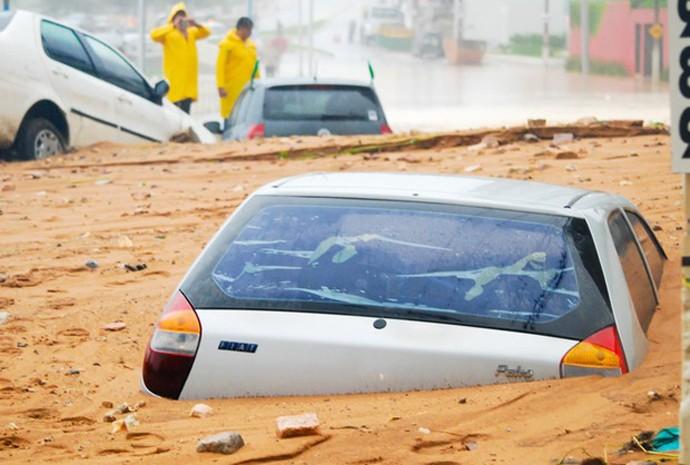 Deslizamento aconteceu na praia de Areia Preta, em Natal