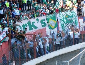 briga torcida Palmeiras x Guaratinguetá (Foto: Marcelo Hazan)