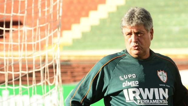 Geninho Portuguesa (Foto: Marcos Ribolli / globoesporte.com)