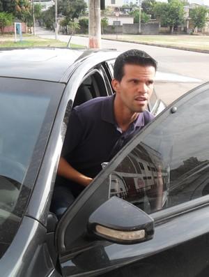 Walter Minhoca deixa o treino mais cedo e viaja para Belo Horizonte nesta terça-feira (Foto: Cleber Corrêa)