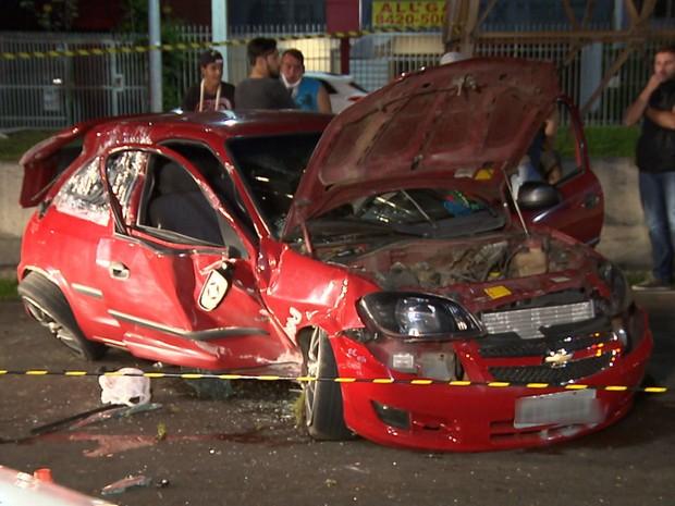 Trânsito ficou parcialmente interditado após o acidente (Foto: Reprodução/RPC)