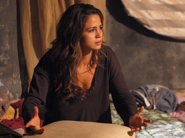 Morena quase não acredita no que ouve de Rosângela (Foto: Salve Jorge/TV Globo)