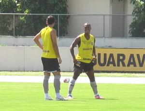 André Bahia no treino do Botafogo (Foto: Thales Soares)