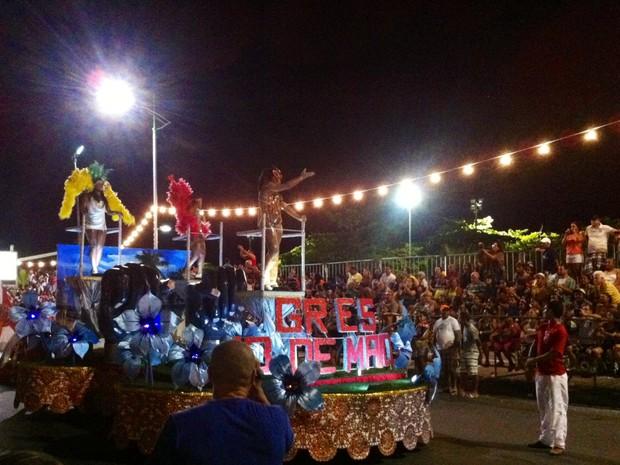 Escola 13 de Maio desfilou com número reduzido de integrantes e não concorre este ano. (Foto: Cau Rodrigues/G1)