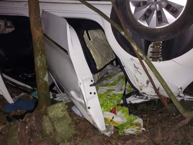 Veículo que caiu no barranco na Serra gaúcha (Foto: PRF/Divulgação)
