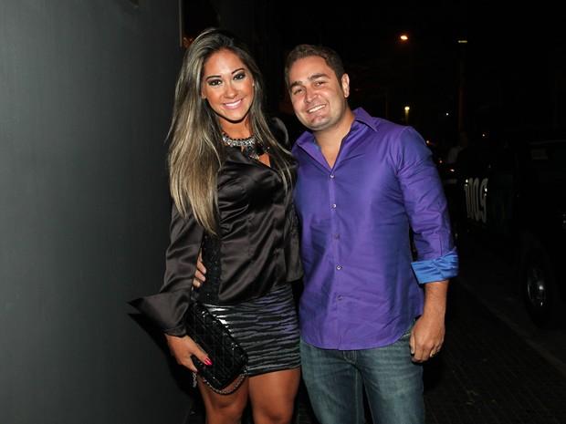 Ex-BBB Mayra Cardi com o marido, Greto Guariz, em boate em São Paulo (Foto: Manuela Scarpa e Marcos Ribas/ Foto Rio News)