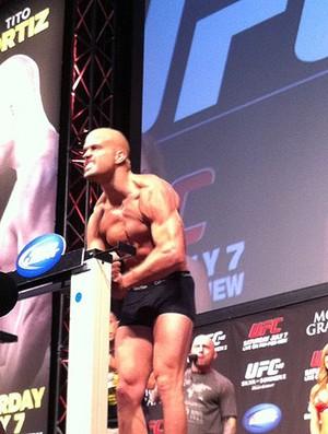 Tito Ortiz na pesagem do UFC  (Foto: Reprodução / Twitter)