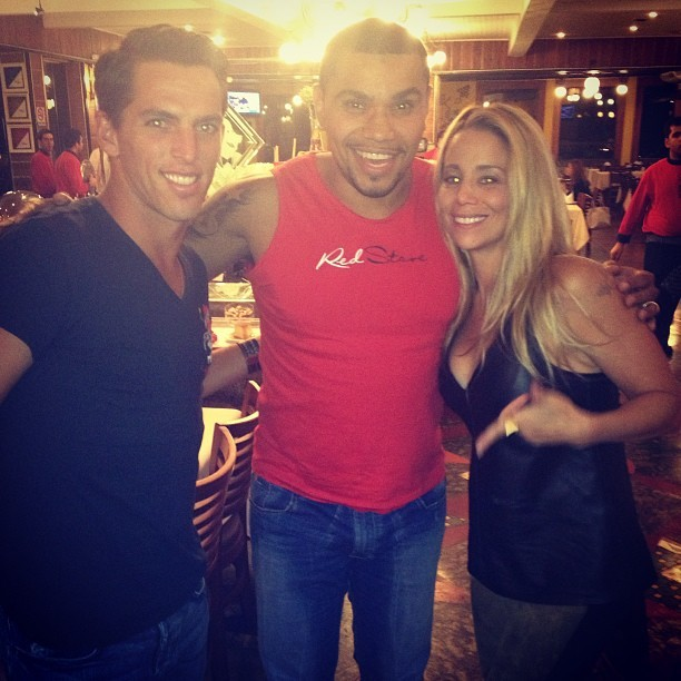 Amaury Nunes, Naldo e Danielle Winits em churrascaria no Rio (Foto: Instagram/ Reprodução)