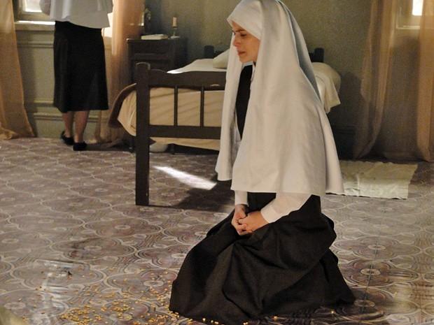 Madre descobre segredo de Gerusa e a castiga (Foto: Divulgação/TV Globo)