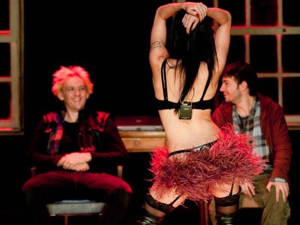 Marjorie Estiano vive uma prostituta no espetáculo dirigido por Monique Gardenberg (Foto: Divulgação)