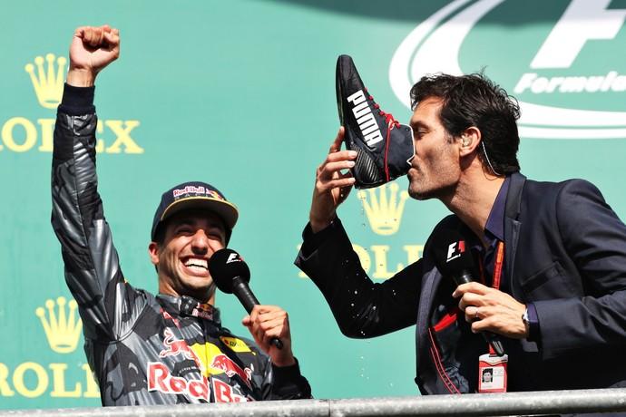 Daniel Ricciardo e Mark Webber shoey Bélgica (Foto: ge[)