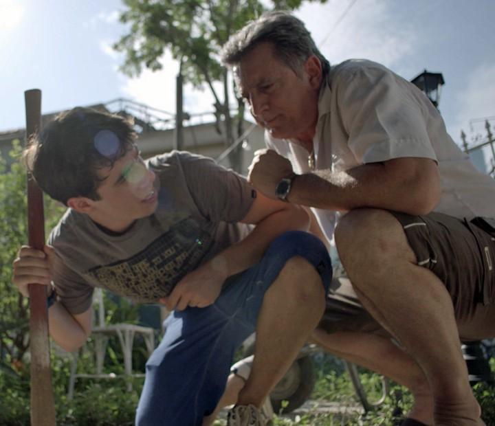 Jorge não brinca em serviço e coloca o menino para trabalhar (Foto: TV Globo)