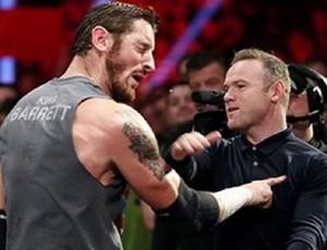 """BLOG: Vai encarar? Rooney aceita """"desafio"""" e dá tapa no rosto de lutador em Manchester"""