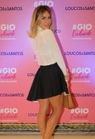Look do dia: Giovanna Ewbank exibe pernas perfeitas ao usar saia curtinha