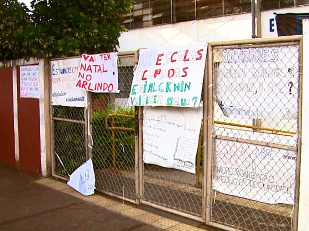 Estudantes continuam ocupando a escola Arlindo Bittencourt (Foto: Paulo Chiari/EPTV)