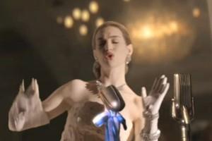 Anne Hathaway - atriz satirizou cena de Evita no Oscar (Foto: Reprodução )