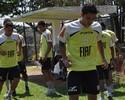 Everton Luiz e Rodriguinho são vetados para jogo contra Bragantino