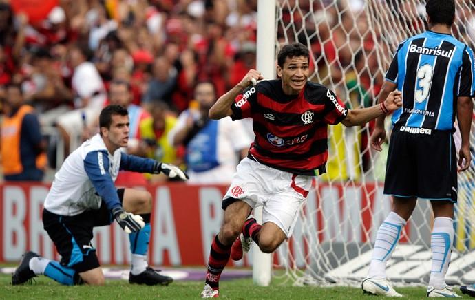 Ronaldo Angelim gol Flamengo x Grêmio 2009 (Foto: Reuters)