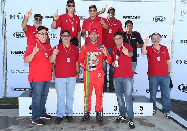 Miguel Paludo festeja a classificação no campeonato (Foto: Divulgação/Luca Bassani/Porsche Império GT3)