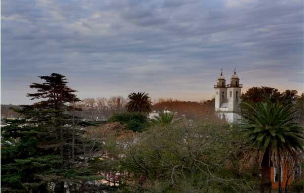 Vista geral da região, com a basílica ao fundo (Foto: Marcio Scavone)
