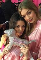Veja fotos dos bastidores do desfile da Victoria's Secret em Nova York