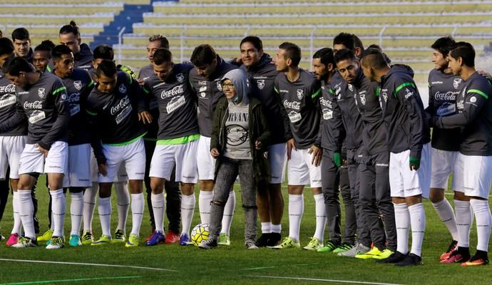 Bolívia durante treino no estádio Hernando Siles (Foto: David Mercado/Reuters)