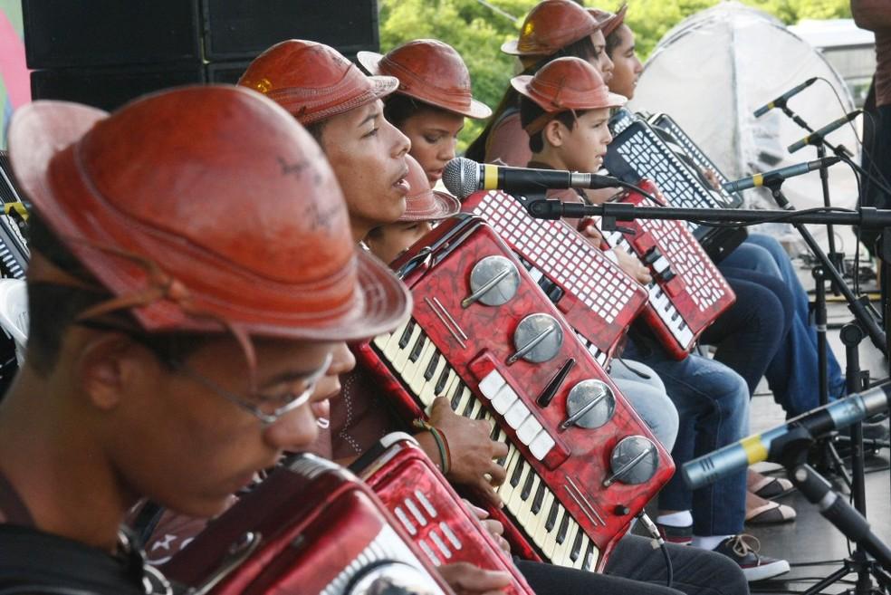 Orquestra Sinfônica do Museu do Vaqueiro é formada por 22 crianças e adolescentes (Foto: Divulgação)