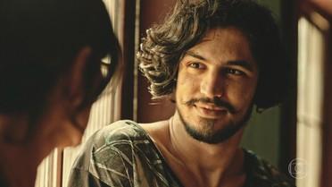 Miguel conta para Iolanda que ele e Olívia não são irmãos