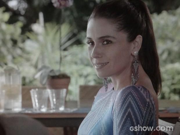 Clara quer saber se Marina nunca pensou em ter filho. Será uma ideia? (Foto: Em Família/TV Globo)