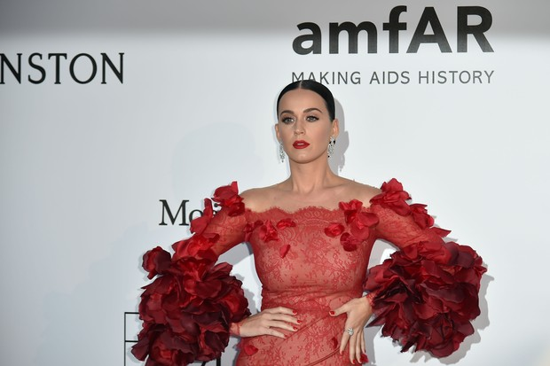 Katy Perry no baile da amfAR, em Cannes (Foto: AFP)