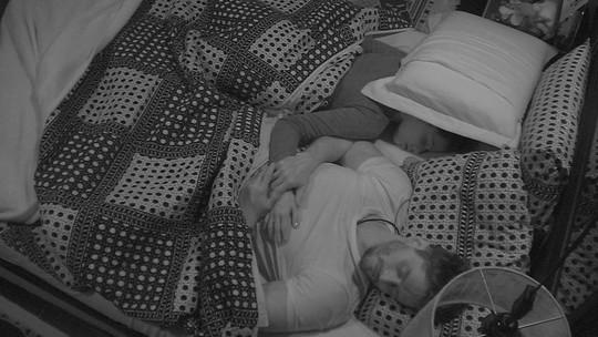 Participantes do BBB17 dormem em noite que antecede eliminação