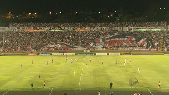 Com 24 mil no Santa, Bota-SP vence São Caetano e sai na frente nas quartas