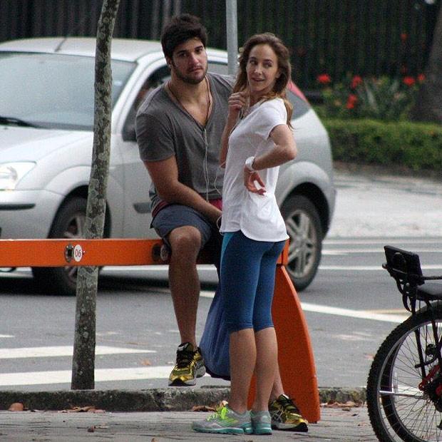Marcello e a namorada (Foto: JC Pereira/AgNews)