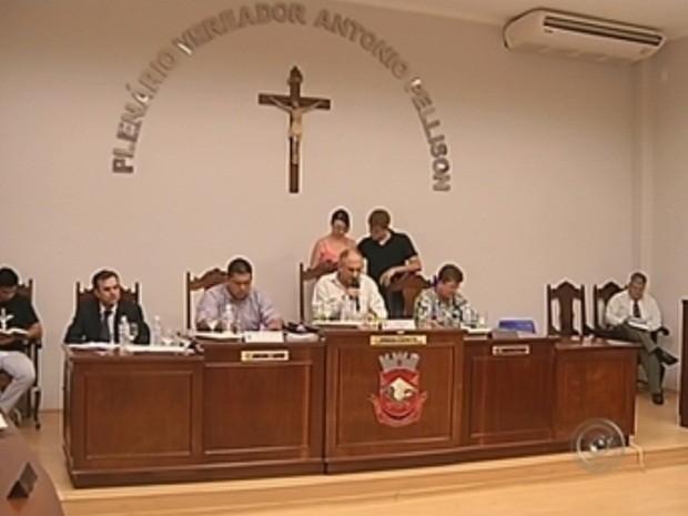Votação demorou mais de três horas na quarta-feira (5) (Foto: Reprodução/TV TEM)