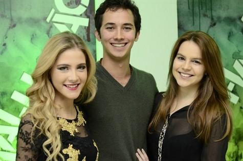 Gabriel Falcão entre Hanna Hanna Romanazzi e Bianca Salgueiro (Foto: Globo/Estevam Avellar)
