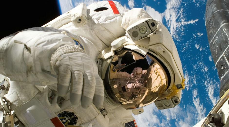 Sistema deveria ser capaz de recolher e afastar dejetos líquidos e sólidos enquanto astronautas estão com trajes espaciais num ambiente de microgravidade (Foto: Pexels)