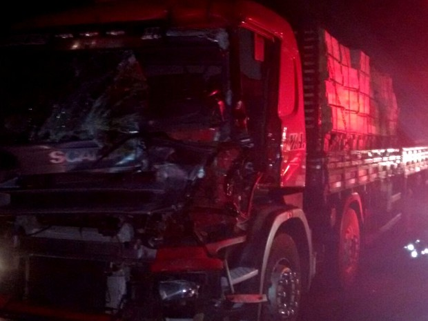 Motorista ficou preso às ferragens e morreu no local do acidente (Foto: Daniel Corrêa/Arquivo pessoal)