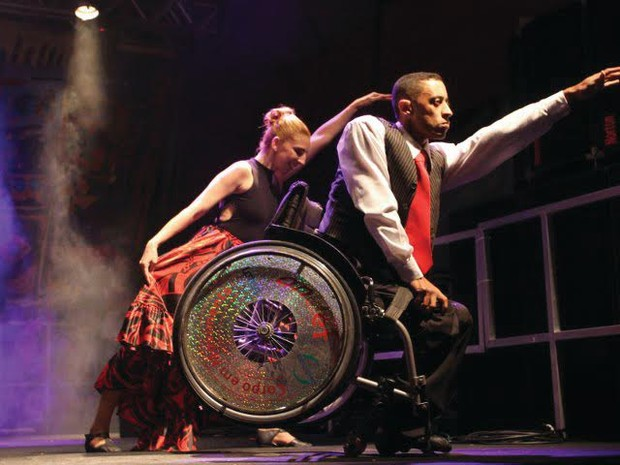 Grupo mistura cadeirantes e andantes (Foto: Divulgação)