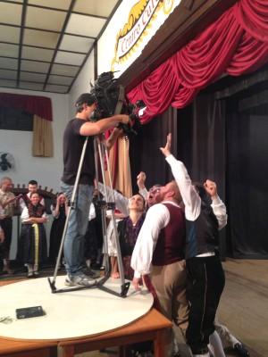 Cinegrafista Gito Rossi grava imagens para o telejornal (Foto: Adriana Krauss/RBS TV)